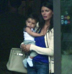 Prima poza cu bebelusul Ilenei Lazariuc si al lui Tiriac jr, Life style,Stiri VIP,Noutati Vedete