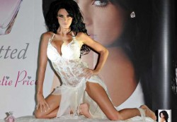 Jordan şi-a lansat parfumul îmbrăcată în neglijeu, Life style,Stiri VIP,Noutati Vedete